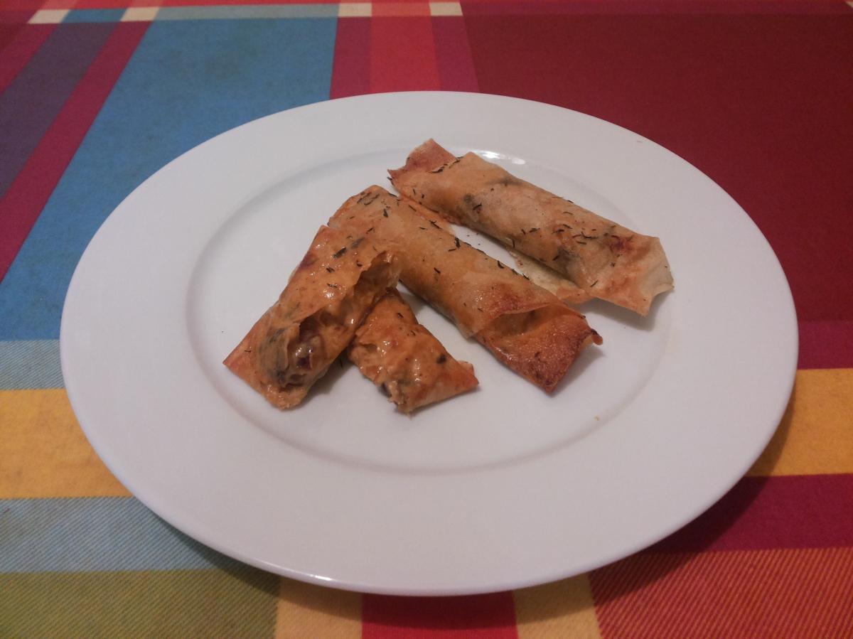 Rollitos de pasta brick rellenos de langostinos y setas.