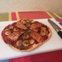 Pizza de salmonetes y langostinos.