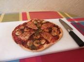 Pizza de salmonentes y langostinos.