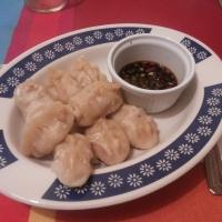 Dumplings de pollo y langostinos.