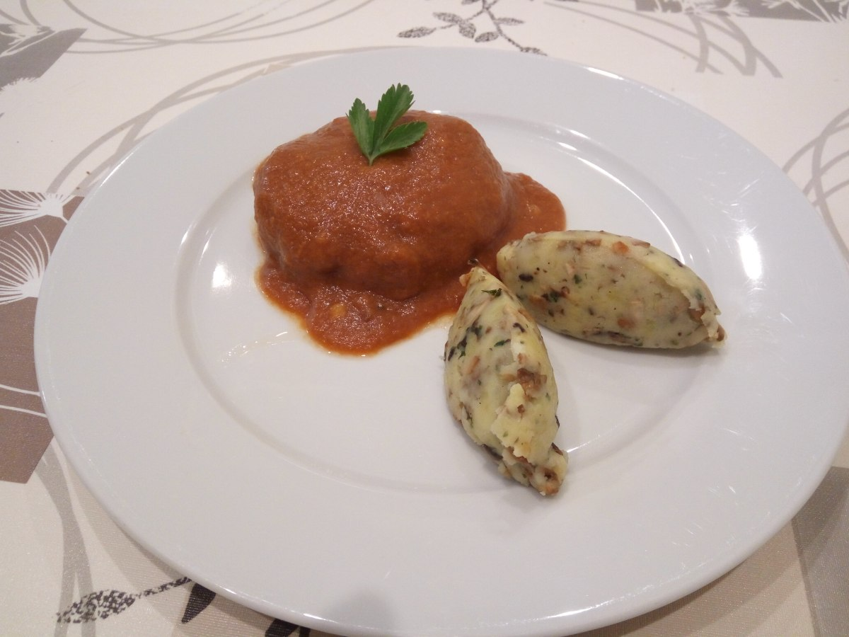 Bitoques en salsa