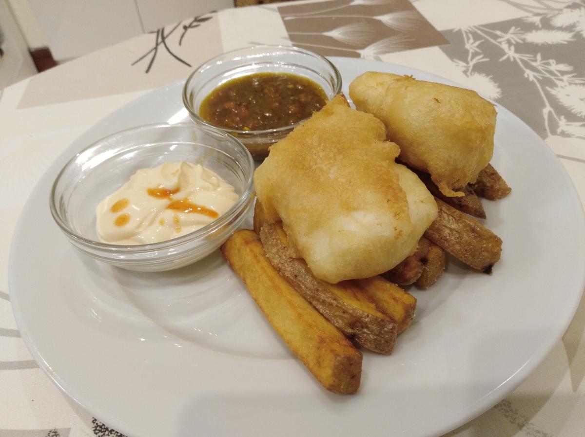 Fish & chips con salsas