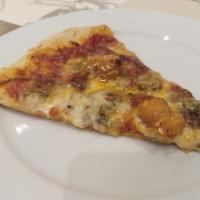 Pizza de portobellos, gorgonzola y pollo
