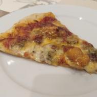 Pizza de portobellos, gorgonzolla y pollo